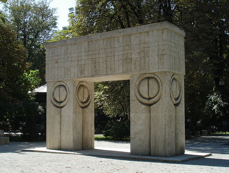 Puerta del beso de Brancusi