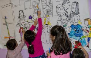 Niños coloreando una ilustración