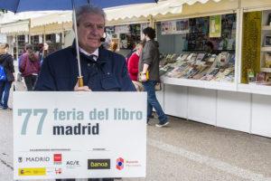 César Antonio Molina en la Feria del Libro de Madrid