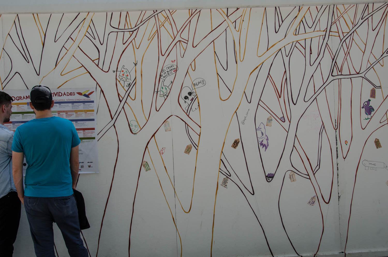 Bosque pintado en el Pabellón Infantil