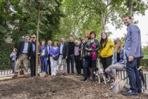 Plantación árbol El Retiro Feria del Libro de Madrid