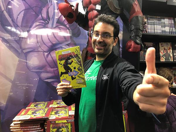 Salva Espín Dibujando Deadpool Akira Cómics Feria Del Libro De Madrid